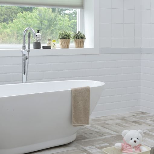 bathroom tile and tub